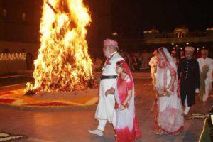 Сжигание Холики. Индия